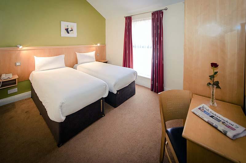 Dublin central inn gate 1 travel more of the world for for Chambre hote dublin